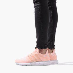 adidas Originals  Swift Run Size 6 youth/8 woman